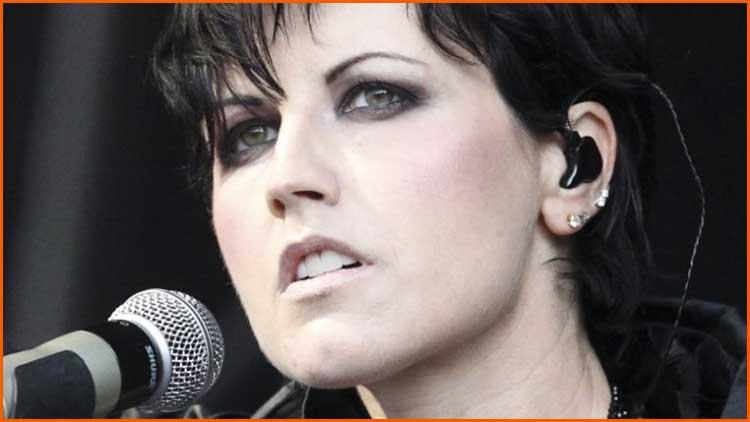 Dolores cantando ZOMBIE nunca será olvidada