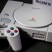 A finales de los 90´s Sony con Play Station se consolidaba como la consola mas popular de la décadas gracias a títulos de videojuegos exclusivos como Resident Evil.