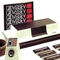 Magnavox Odyssey. Este fue el primer sistema casero que se conectaba a un televisor, incluía varios juegos pregrabados, salio de 1966 a 1972.