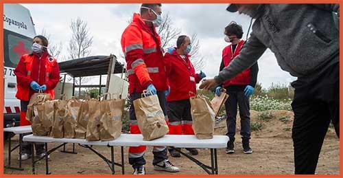 Cruz roja y servicios de auxilio  héroes contra el covid-19