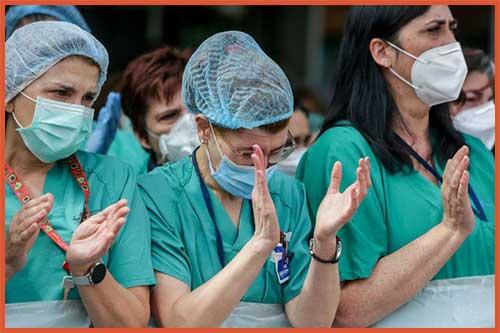 enfermeras y doctores héroes contra el covid-19